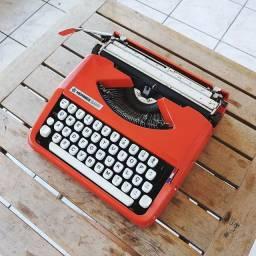 Letra de forma maiuscula e minuscula Maquina de datilografia antiga - antiguidade