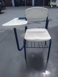 Cadeira escolar com apoio de braço