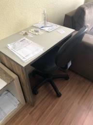 Mesa e cadeira escritório