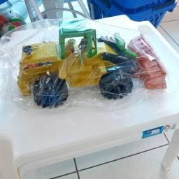 Brinquedo (trator)