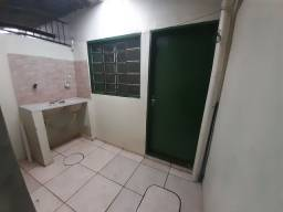 Alugo barro de fundos 3 cômodos mais banheiro