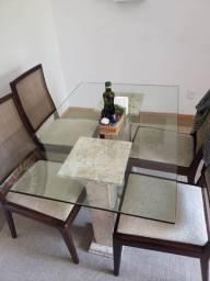 Mesa e aparador com tampo de vidro e pés em mármore + 4 cadeiras