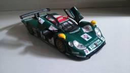 Miniatura Porsche 911 GT1 1998 em escala 1:18 MAISTO