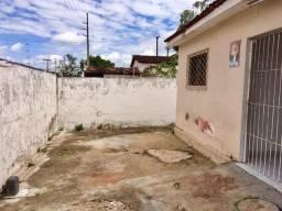 Casa Catolé - Oportunidade - 3 quartos, quintal grande, crie seus cachorros com liberdade