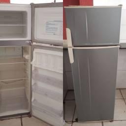 Vendo essa linda geladeira