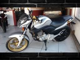 Honda CB300 Ano 2010 Prata