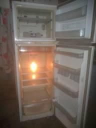 Vende-se geladeira Brastemp