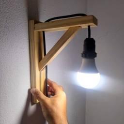 Arandela de parede de madeira artesanal