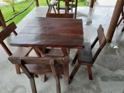 Mesas e cadeiras de coqueiro