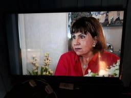 """Vendo está TV 40"""" smart semi nova"""