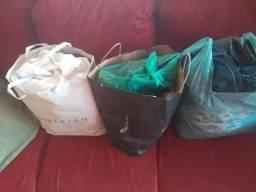Vendo 3 saco de roupas femininas e masculinas usadas