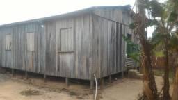 Vendo madeira e telhas