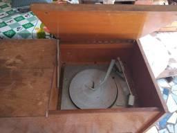 Vitrola e radio antigo