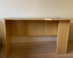 Mesa escrivaninha em bom estado