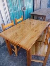 Conjuntos de mesas e cadeiras em madeira maciça especiais para comercio e residencia