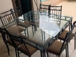 Mesa de vidro semi nova de 1,40 por 1,40
