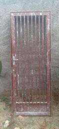 Portão de ferro com chave tetra