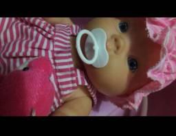 Brinquedo boneca com banheira com chuveiro e uma boneca Mabel 20 falas variadas