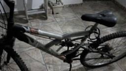 Bike Mormaii está parada pneu cheio amortecedores funcionando porém parada a anos