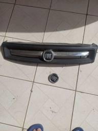 Grade e simbolo traseiro Fiat palio