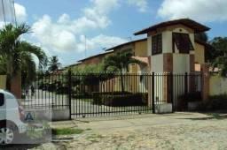 Linda casa semimobiliada em condomínio