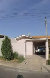 Charmosa casa para alugar em Carambeí
