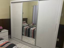 Guarda roupa casal 3 postas branco com espelho