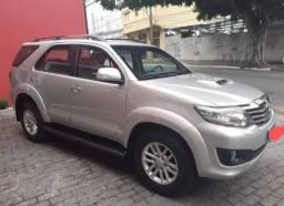 Toyota Hilux 3.0 SRV 4x4 automático ano 2012