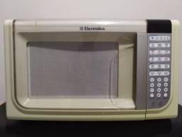 Vende-se Forno de Microondas Electrolux MEF41 - 31L
