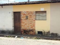 VENDE-SE 2 CASAS, 30.000 CADA, NO CENTRO,RUA SEBASTIÃO ARAÚJO NUMERO 28 E 26
