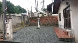 Terreno c/ casa de 03 quartos, rua asfaltada, local alto, apenas R$212 mil !! negociável