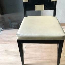 Mesa e cadeiras de primeira linha