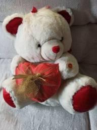 Título do anúncio: Urso de pelúcia semi novo lindo para presentear