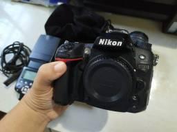 Câmera Profissional Nikon DSLR D7000 com acessórios (Leia tudo)