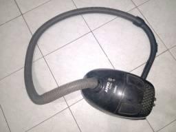Aspirador de pó usado mais com conservado