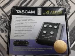 Placa de áudio tascam interface us-144 MKII