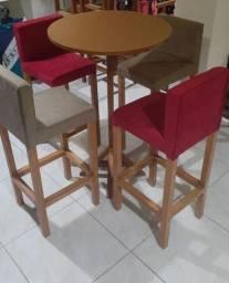 Mesa bistrô em madeira