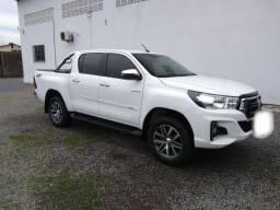 HILUX CD SRV 18/19 DIESEL 4x4 AUTOMÁTICA C/ 7.700 KM RODADOS ORIGINAL - 2019