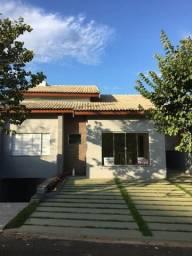 Casa em Condomínio Fechado c/ Piscina e Linda Vista