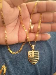 Cordão de aço banhado a ouro 18 com medalha do flamengo