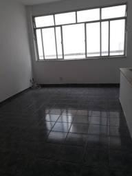 Tijuca - aluga-se casa, 2 quartos, Rua Uruguai, com farto comércio e transporte