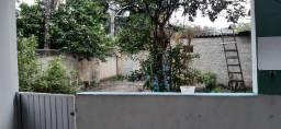 Casa com quintal grande, varanda, 2 quartos, ar condicionado, e copa no bairro São Mateus