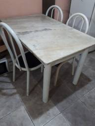 Mesa de mármore com 4 cadeiras (LEIA)