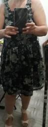 Vestido estampado verde e preto florido