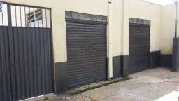 Prédio comercial contendo sala comercial e apartamento sobreloja novo em Anápolis