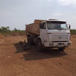 Caminhão caçamba 14170