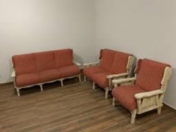 Conjunto de sofás e poltrona