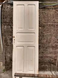 Restauração e reforma de janelas, portas e móveis em geral.