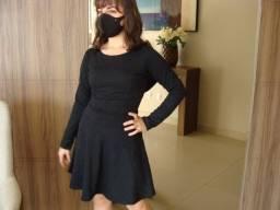 Vestido preto com detalhes