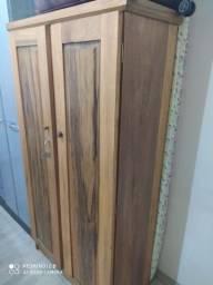 Armário de madeira cedro